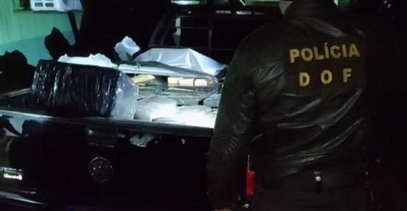 DOF apreende veículo com mais de meia tonelada de drogas