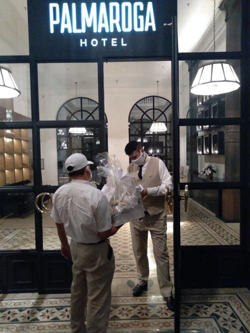 Modelos, fiestas y descontrol: El encierro domiciliario de Ronaldinho en lujoso hotel asunceno