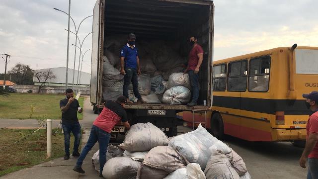 Rotary Guarani faz entrega de 8 toneladas de roupas ao FAC em Ponta Porã