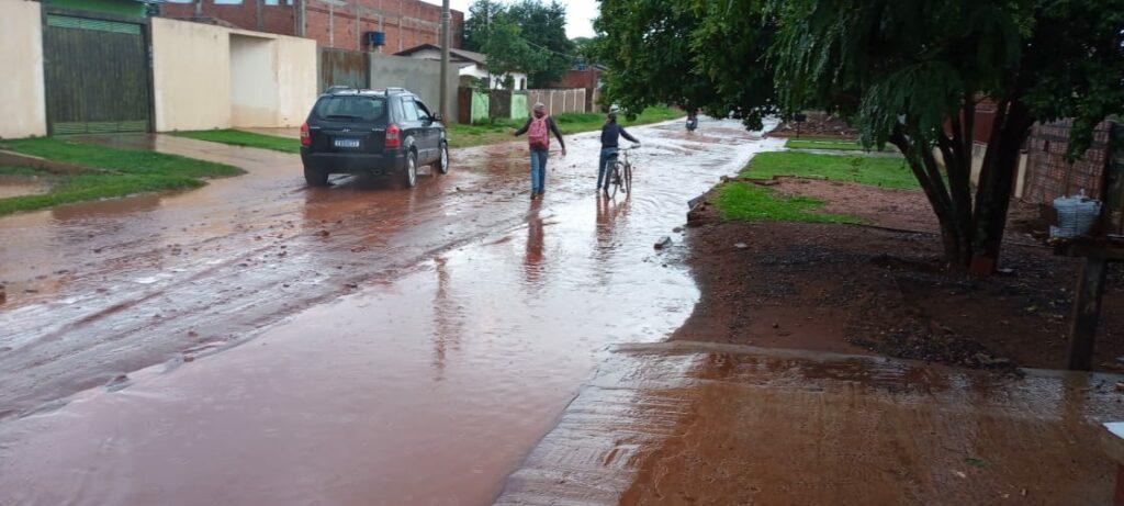 Morador de Ponta Porã reclama que chuva invade casa
