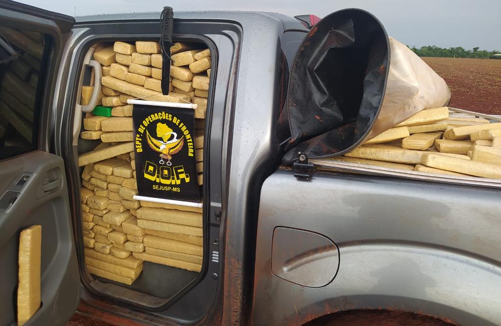 Camionete é recuperada pelo DOF com mais de uma tonelada de maconha