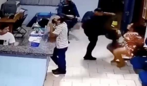 Algemada, mulher é agredida por Tenente da Polícia Militar com socos e chutes em MS; VÍDEO