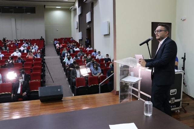 Vereadores, prefeito e vice tomam posse em solenidade no Centro de Convenções de Ponta Porã