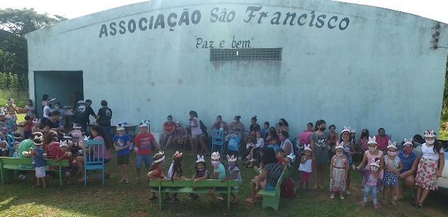 Ponta Porã: Lobo Solitário realizou brincadeiras antigas com crianças do bairro São Rafael