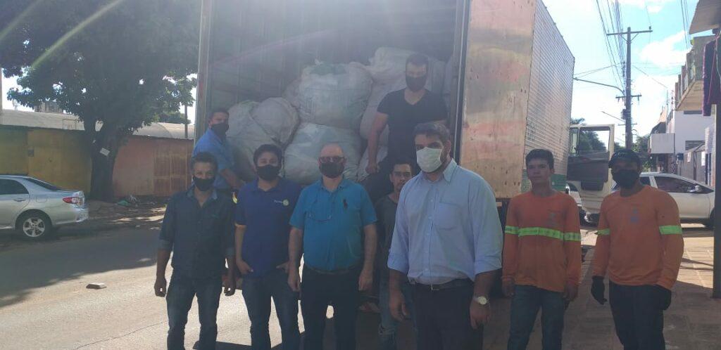 Rotary Club Guarani em parceria com lojas, faz doação de 04 toneladas de roupas e calçados em Ponta Porã