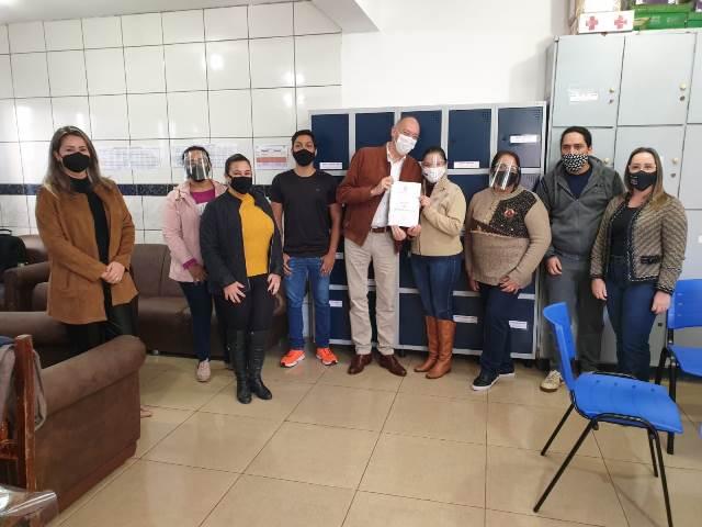 Hélio Peluffo visita escolas no retorno às aulas em Ponta Porã
