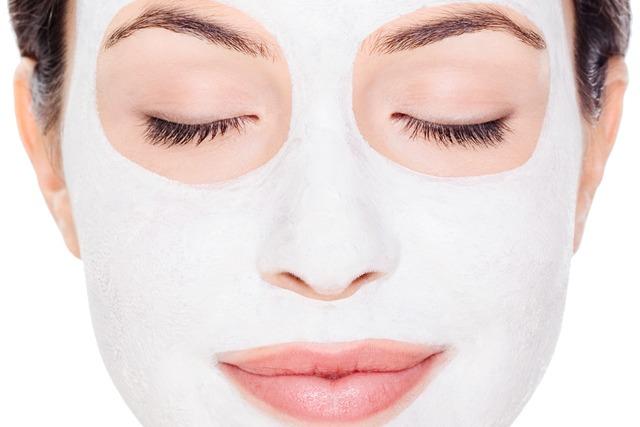 As máscaras fazem sucesso na internet e podem ajudar no tratamento para uma pele mais saudável, porém, é necessário sempre o acompanhamento de um médico dermatologista para indicar os produtos - Foto: Divulgação