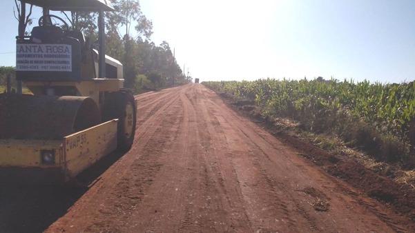 Maquinário segue recuperando estradas  no distrito de Nova Itamarati