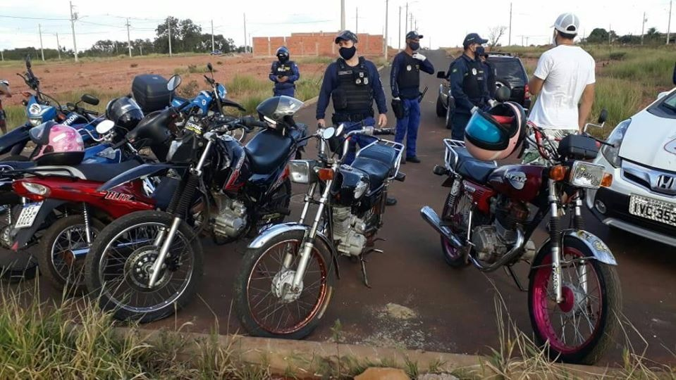 Guarda Civil de Ponta Porã dispersa grupos, apreende motocicletas e garante paz social