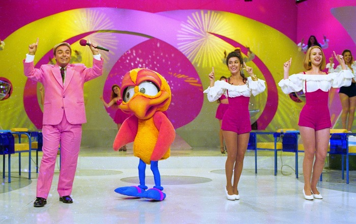 Gugu Liberato dança com o 'Pintinho Amarelinho' no 'Domingo Legal' — Foto: Moacyr dos Santos/Acervo do SBT