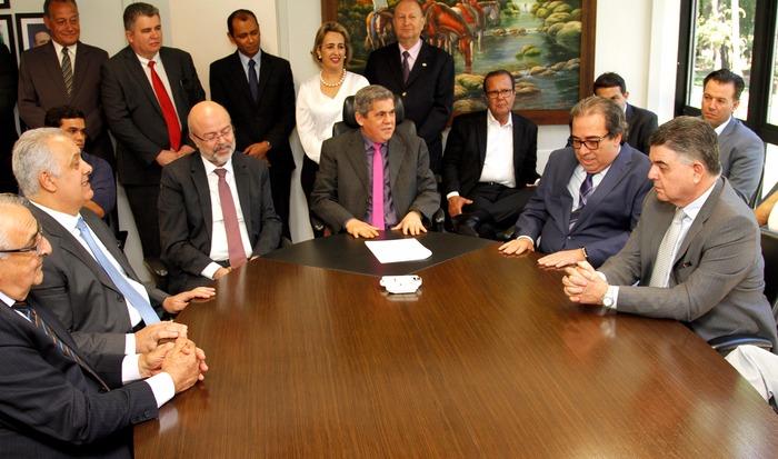 Momento da posse de Flávio Kayatt e Márcio Monteiro.Foto: Divulgação (TCE)