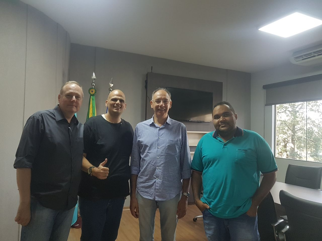 Ponta Porã: Representantes da Associação da Vila dos Professores são recebidos pelo prefeito Hélio Peluffo Filho