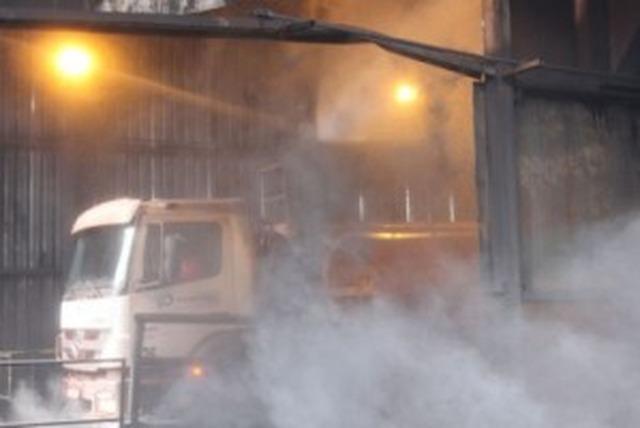 Vítima teve quase 50% do corpo queimado durante tentativa de neutralizar um foco de incêndio na área de descarga do carvão