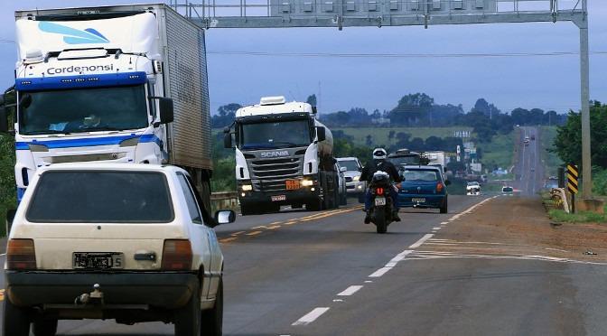 Tráfego de veículos aumenta durante feriado prolongado. - Foto: Edemir Rodrigues