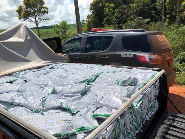 Equipe apreendeu caminhonete com uma tonelada de agrotóxico em rodovia de MS — Foto: DOF/Divulgação