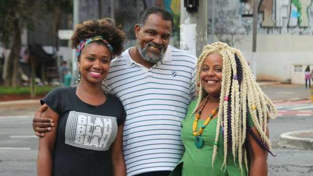 A funcionária pública Laudicéia Reis Silva dos Santos, o pastor Marco Davi e a empreendedora Evelyn Daisy, de grupo de estudos sobre raça e evangelhoFoto: Mayra Sartorato/BBC Brasil